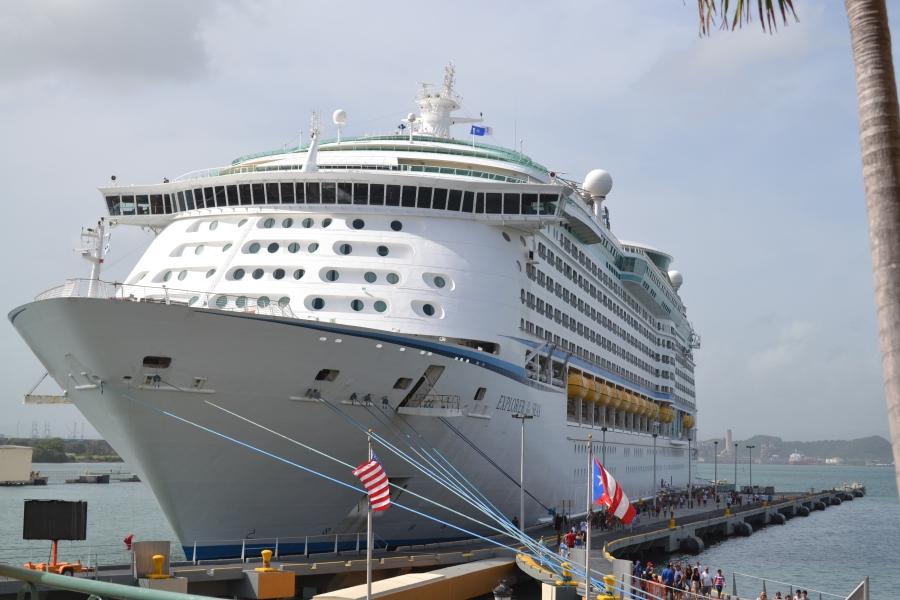 enfocando al barco gigante en San Juan