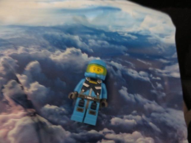 Tomarse una foto enfrente del folleto que tenía nubes...