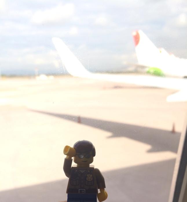 Esperando en el areopuerto....a que llegue el avión