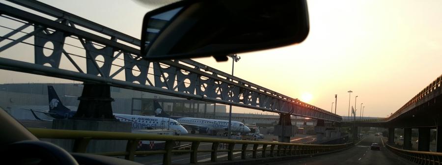 Sólamente tráfico aéreo. y un precioso amanecer